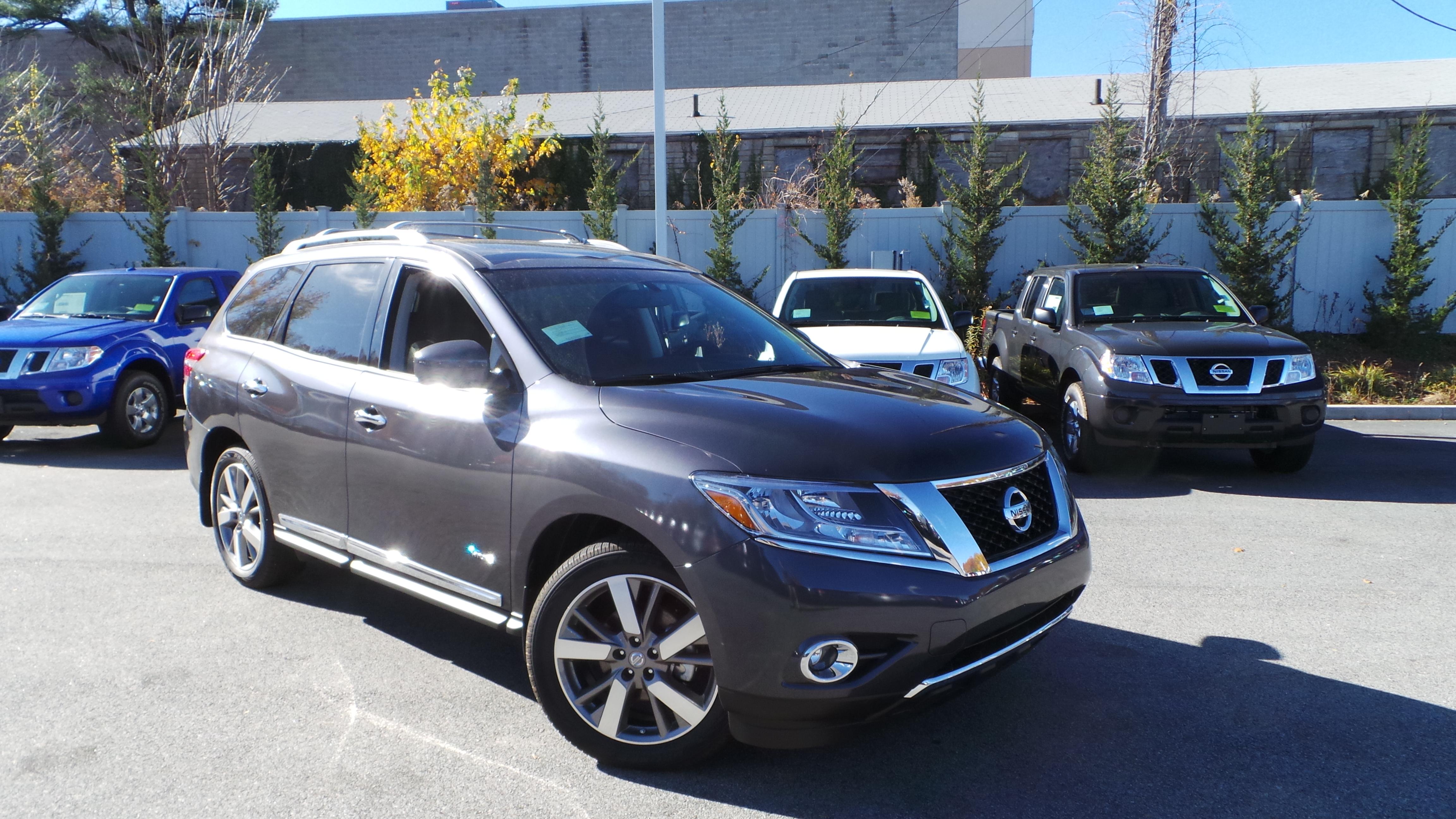2014 Nissan Pathfinder Hybrid is here